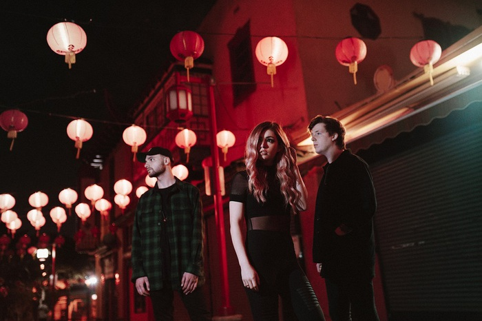 12月に来日するAGAINST THE CURRENT、9/28リリースのニュー・アルバム『Past Lives』より「Voices」音源公開!
