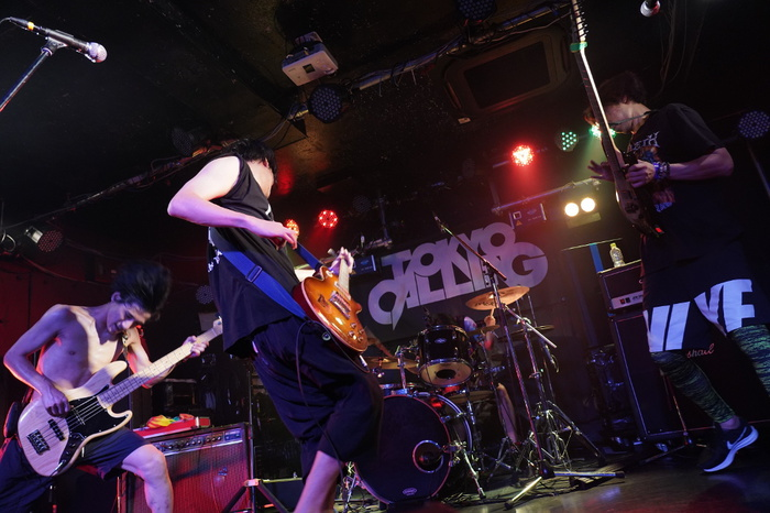 悪ふざけ型ラウドロック・バンド アラウンドザ天竺、初の渋谷CLUB QUATTROワンマン開催&ベスト・アルバム12/12リリース決定!