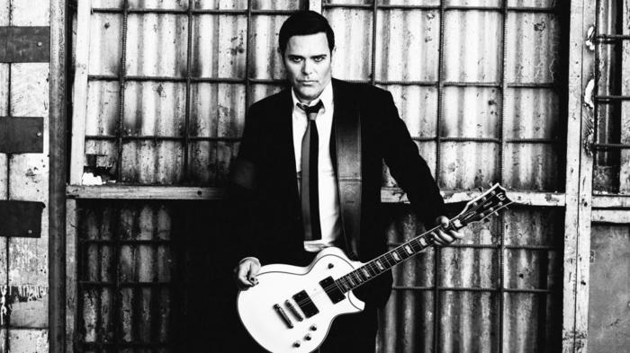 RAMMSTEINのギタリスト Richard Z. Kruspe率いるEMIGRATE、ニュー・アルバム『A Million Degrees』11/30リリース決定!新曲「1234 (feat. Ben Kowalewicz)」MV公開!