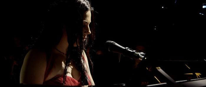 EVANESCENCE、本日10/5リリースの映像作品『Synthesis Live』より「Hi-Lo」ライヴ映像公開!