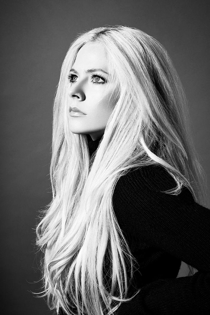 Avril Lavigne、約5年ぶりニュー・シングル「Head Above Water」スタジオ・ライヴ映像公開!