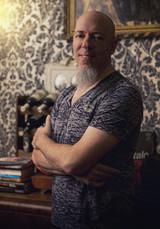 Jordan Rudess(DREAM THEATER)、QUEEN「Bohemian Rhapsody」をピアノ・カバー!演奏映像公開!
