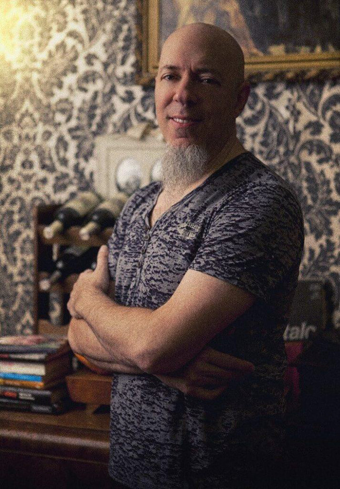 Jordan Rudess(DREAM THEATER)、QUEEN「Bohemian Rhapsody」をピアノ・カバー!演奏映像公開!