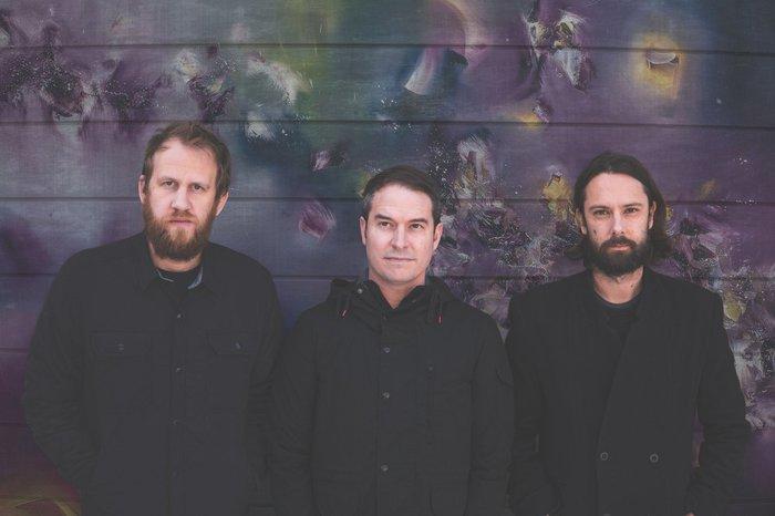 奇跡の再結成を果たしたUSピアノ・エモ・バンド MAE、11/30リリースのニュー・アルバム『Multisensory Aesthetic Experience』より「The Overview」音源公開!
