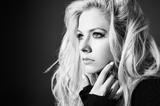 Avril Lavigne、約5年ぶり通算6作目となるニュー・アルバム『Head Above Water』来年2/15世界同時リリース決定!新曲「Tell Me It's Over」配信リリースも!