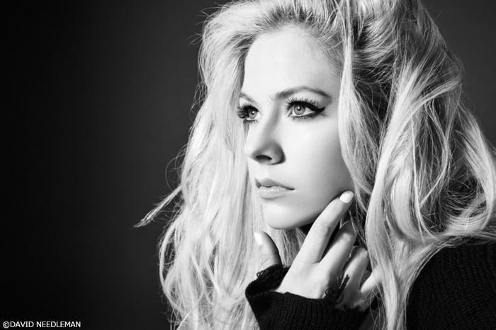 Avril Lavigne、ニュー・アルバム『Head Above Water』リリース祝した中条あやみ出演のスペシャル・プロモーション映像公開!