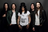 SLASH FT. MYLES KENNEDY & THE CONSPIRATORS、最新アルバム『Living The Dream』より「The Call Of The Wild」MV公開!