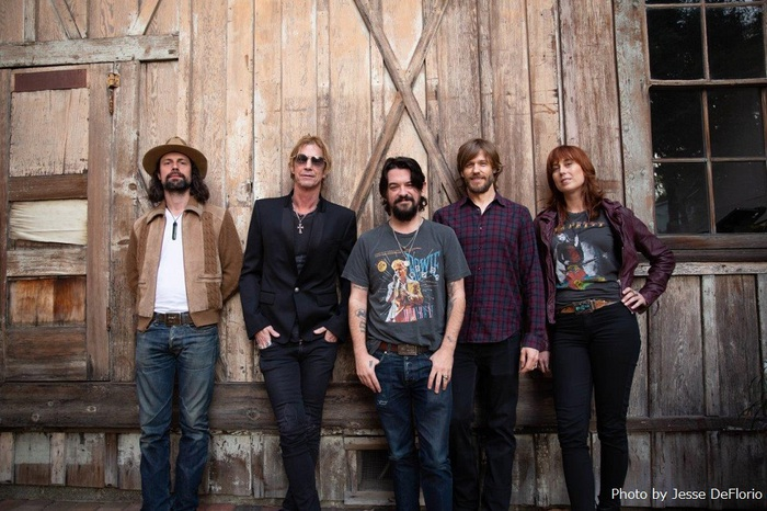 Duff McKagan(GUNS N' ROSES)、5/31リリースのソロ・アルバム『Tenderness』より新曲「Don't Look Behind You」音源公開!