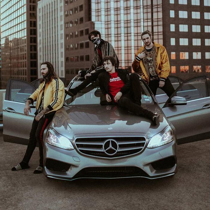 テクニカル・インスト・バンド POLYPHIA、エレクトロニカ・アーティスト Lewis Grantゲスト参加の新曲「Look But Don't Touch」MV公開!