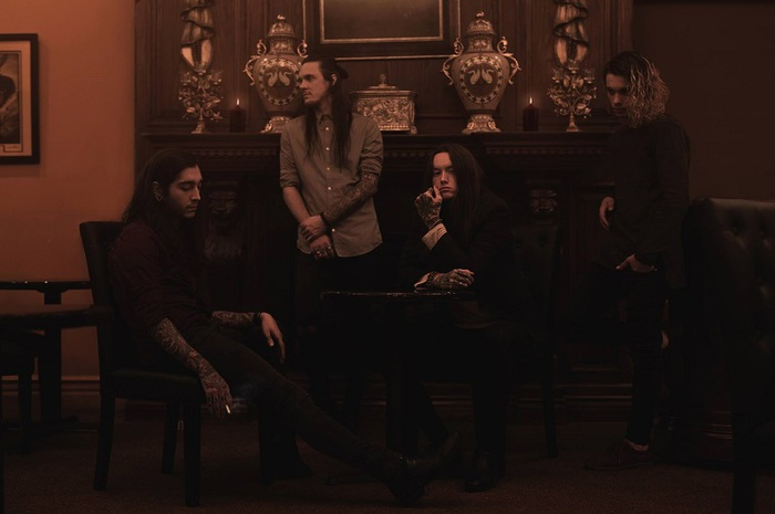 ロサンゼルス発のメタルコア・バンド BAD OMENS、8/2にニュー・アルバム『Finding God Before God Finds Me』リリース決定!新曲「Burning Out」MV公開!