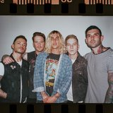 SLEEPING WITH SIRENS、ニュー・アルバム『How It Feels To Be Lost』9/6リリース決定!新曲「Leave It All Behind」MV公開!