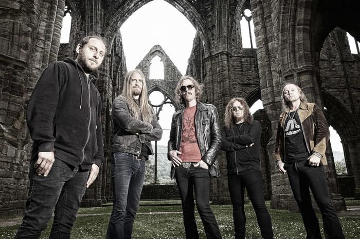 12月に来日するOPETH、9/27リリースのニュー・アルバム『In Cauda Venenum』より「Hjärtat Vet Vad Handen Gör」、「Heart In Hand」音源公開!