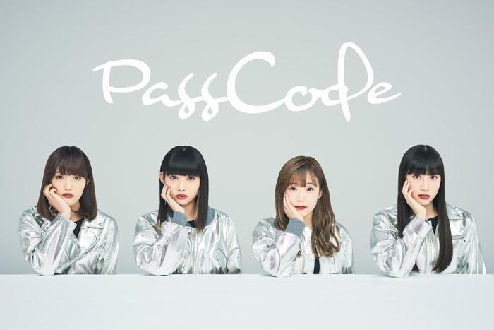 PassCodeのオフィシャル・グッズが一斉入荷!ボックス・ロゴでデザインを落とし込んだロンTや鮮やかなカラー・リングが目を惹くTシャツなどがラインナップ!