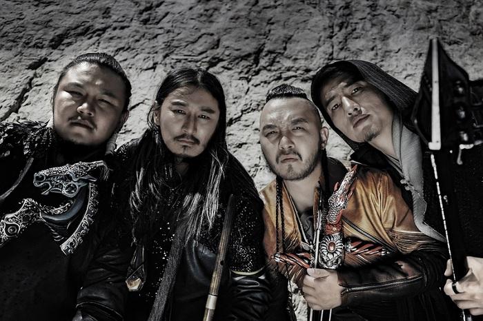 来年3月に来日するモンゴルのメタル・バンド THE HU、デビュー・アルバム『The Gereg』収録曲「Yuve Yuve Yu」スタジオ・ライヴ映像公開!