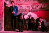 "5 SECONDS OF SUMMER、ニュー・アルバム『C A L M』より「Old Me」MV公開!初ライヴから豪 森林火災復興支援ライヴまでバンドの""すべて""が詰まった映像に!"