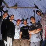 LINKIN PARK、デビュー・アルバム『Hybrid Theory』20周年記念し2001年の未発表ライヴ映像を明日3/25 3時よりプレミア公開!