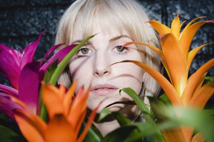 Hayley Williams(PARAMORE)、5/8リリースの初ソロ・アルバム 『Petals For Armor』収録「Over Yet」リリック・ビデオ公開!