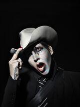 MARILYN MANSON、混沌の時代を照らしだす3年ぶりニュー・アルバム『WE ARE CHAOS』9/11リリース決定!表題曲MV公開!