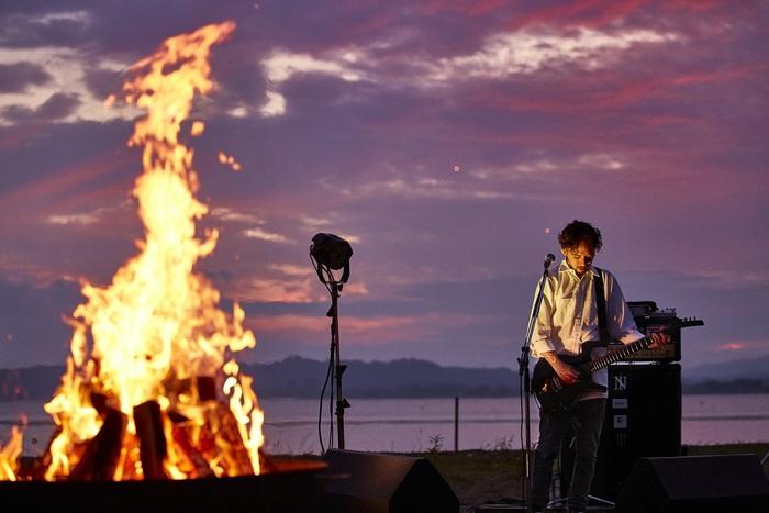 "The BONEZ、7/23に行った配信ライヴ""The BONEZ - Speak True - Documentary + Live""ダイジェスト映像公開!"