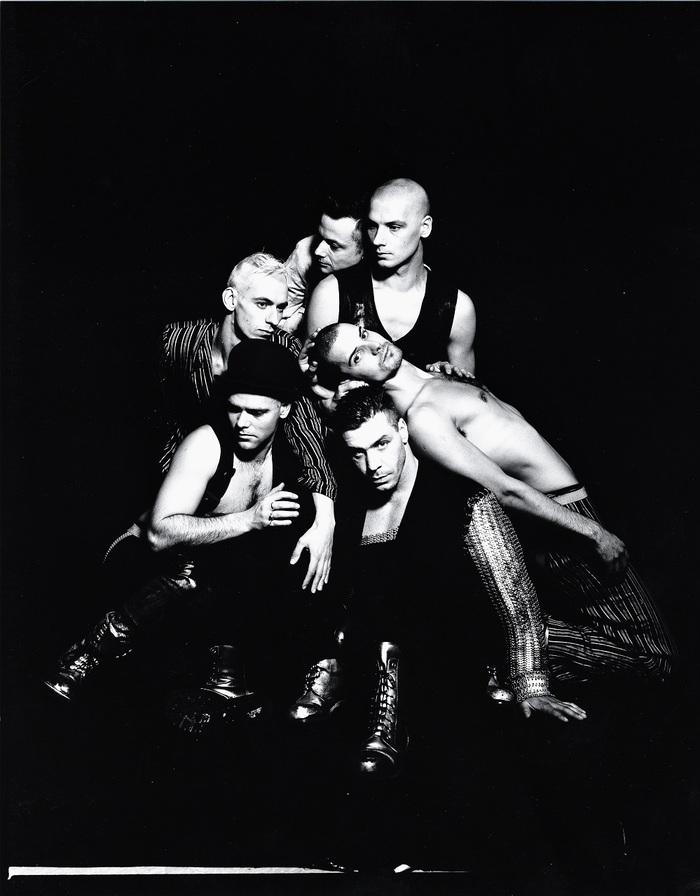 RAMMSTEIN、デビュー・アルバム『Herzeleid』25周年記念盤が12/4リリース!