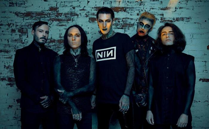 MOTIONLESS IN WHITE、THE KILLERSをカバー!「Somebody Told Me」音源公開!