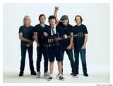 AC/DC、ニュー・アルバム『Power Up』収録曲「Shot in the Dark」MVの舞台裏を撮影した映像公開!