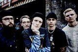 "UK発ポップ・パンク・バンド NECK DEEP、ハロウィン・ライヴの映像公開!""SLIPNECK""としてSLIPKNOTの楽曲もカバー!"