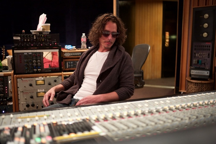 Chris Cornell最後のスタジオ・アルバム『No One Sings Like You Anymore』配信スタート。GUNS N' ROSES「Patience」も収録のカバー作品、来年3月CDリリース