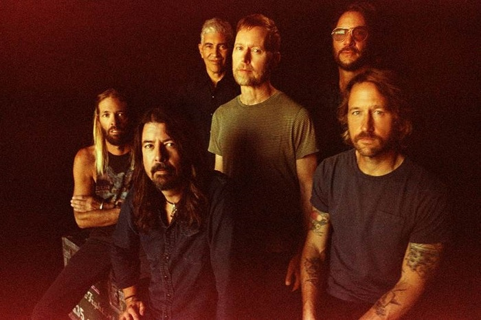 FOO FIGHTERS、ニュー・アルバム『Medicine At Midnight』収録曲「No Son Of Mine」、「Waiting On A War」パフォーマンス映像公開!