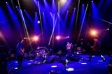 "MONOEYESの""現在地""に迫る特別番組がスペシャで放送決定!日本武道館からの生配信やセミアコ・ツアー、未曾有の状況下にありつつも大きく飛躍したバンドに密着!"