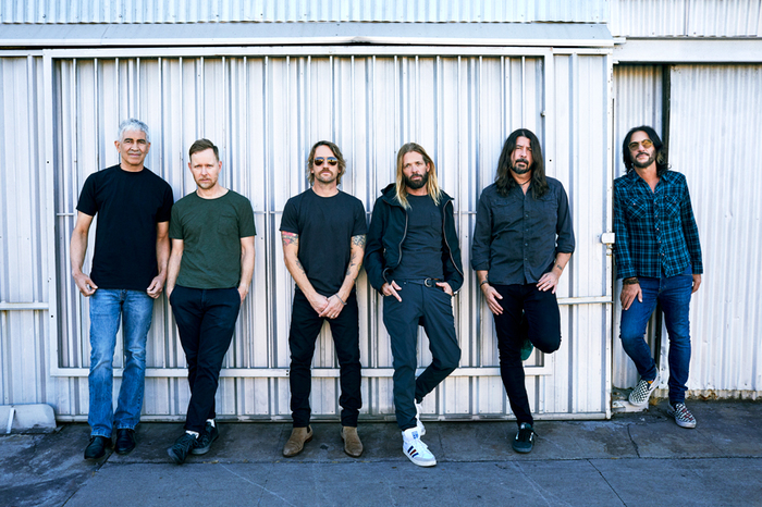 FOO FIGHTERS、ニュー・アルバム『Medicine At Midnight』より「No Son Of Mine」MV公開!「Cloudspotter」、「Best Of You」、Tom Pettyカバー「Honey Bee」のライヴ映像も!