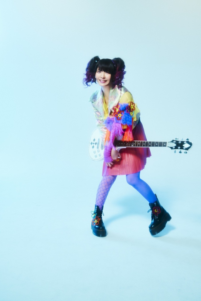 小鳩ミク(BAND-MAID)、ソロ・プロジェクト cluppoを始動!第1弾楽曲「PEACE&LOVE」本日4/1配信リリース&MV公開!