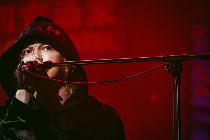 "HYDE、映像商品『HYDE LIVE 2020-2021 ANTI WIRE』5/26発売!ソロ活動20周年を飾るツアー""20th Orchestra Tour HYDE ROENTGEN 2021""開催決定!"