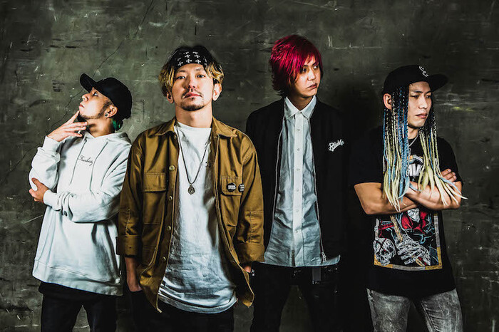 KNOCK OUT MONKEY、約1年半ぶり新曲「MERRY GO ROUND」MV公開!