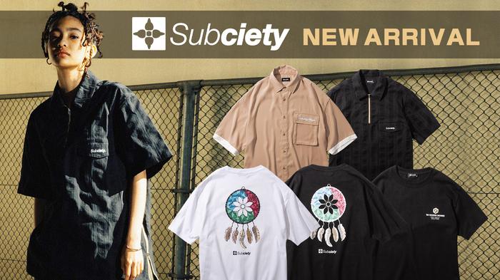 Subciety (サブサエティ)より、シボ感が特徴のジョーゼット生地を採用した半袖シャツや、部族が販売するスーベニアTシャツをイメージしたTシャツなどが新入荷!