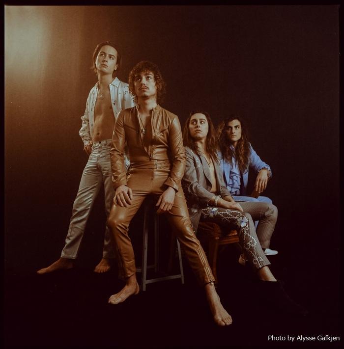 ロックンロールの未来を担う若き4人組 GRETA VAN FLEET、2ndアルバム『The Battle At Garden's Gate』収録曲「Tears Of Rain」ライヴ映像公開!