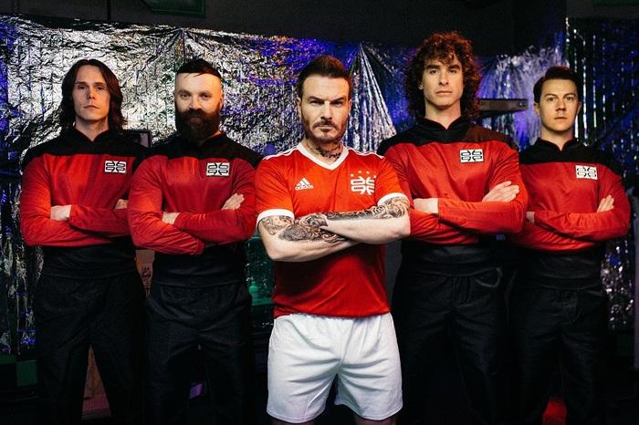 DON BROCO、新曲「Manchester Super Reds No.1 Fan」リリース!ベッカムに捧げたMVも公開!