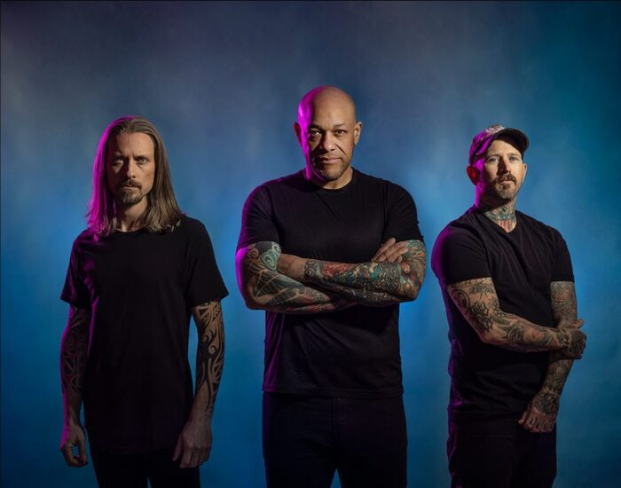 Howard Jones(ex-KILLSWITCH ENGAGE)率いるLIGHT THE TORCH、ニュー・アルバム『You Will Be The Death Of Me』より新曲「Let Me Fall Apart」MV公開!