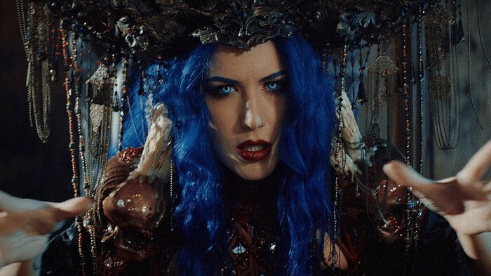 Alissa White-Gluz(ARCH ENEMY)とコラボ!ドイツのパワー・メタル・バンド POWERWOLF、「Demons Are A Girl's Best Friend」新バージョンのMV公開!