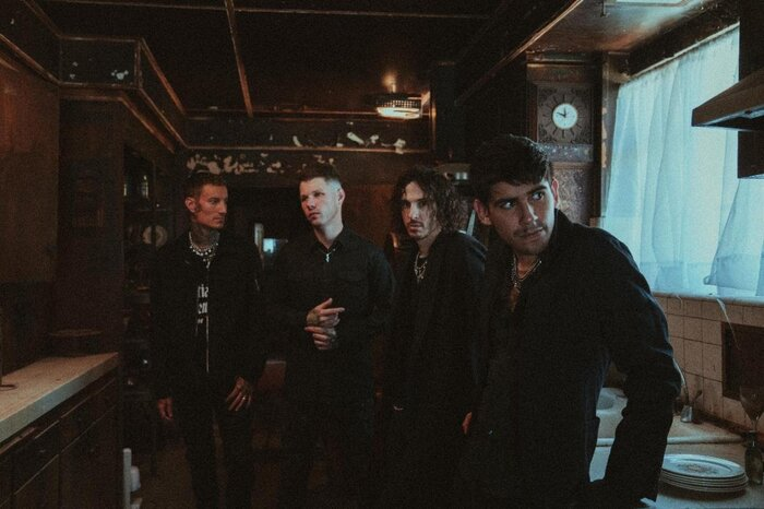 CROWN THE EMPIRE、Courtney LaPlante(SPIRITBOX)をフィーチャーした新曲「In Another Life」MV公開!