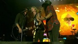 GUNS N' ROSES、Dave Grohl(FOO FIGHTERS)をゲストに迎えた「Paradise City」ライヴ映像公開!