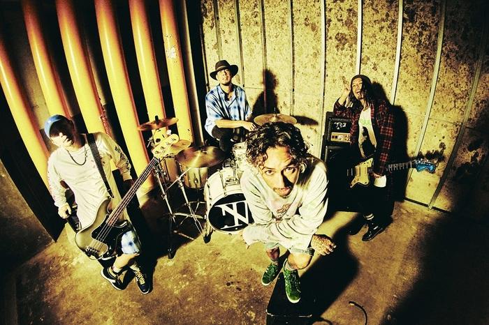 The BONEZ、衣装やロケーションにも注目の新曲「Rusted Car」MV公開!