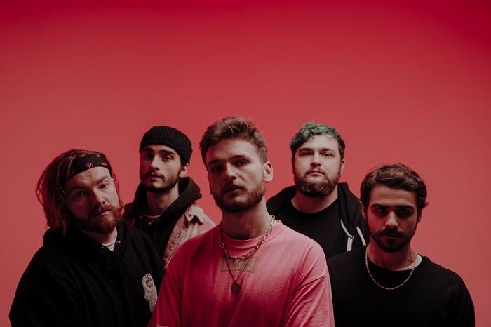 UKの5人組ポスト・ハードコア・バンド THECITYISOURS、10/22リリースのニュー・アルバム『Coma』より新曲「So Sad」MV公開!