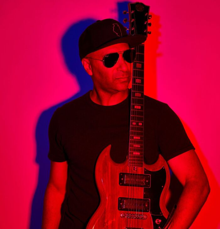 Tom Morello(RAGE AGAINST THE MACHINE etc)、BRING ME THE HORIZONとコラボした新曲「Let's Get The Party Started」リリック・ビデオ公開!