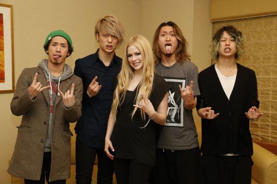 Avril LavigneとONE OK ROCKによるスペシャル対談が、12/9にスペースシャワーTVにて放送決定!