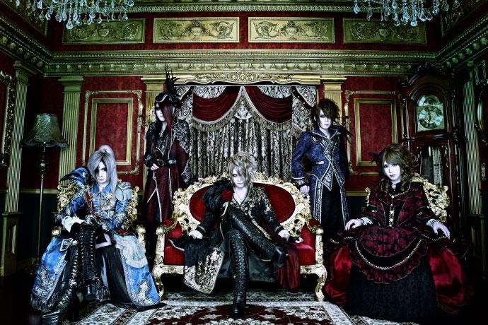 Versailles 限定デザインTシャツ(黒)&ラバーバンド(白)+サイン入り色紙