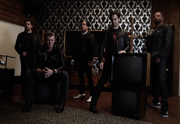 QUEENS OF THE STONE AGE サイン色紙