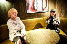 唯丸®(TOKYO BLACK.)×大桃子サンライズ(バンドじゃないもん!MAXX NAKAYOSHI) コラボサイン色紙